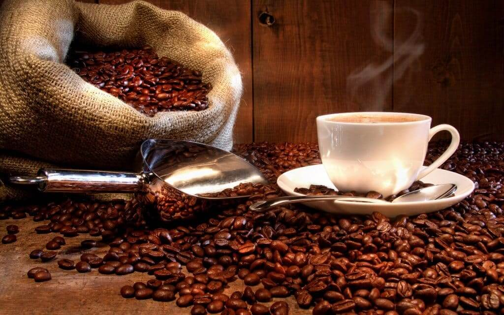 freegreatpicture-com-16842-coffee-and-coffee-beans-close-up